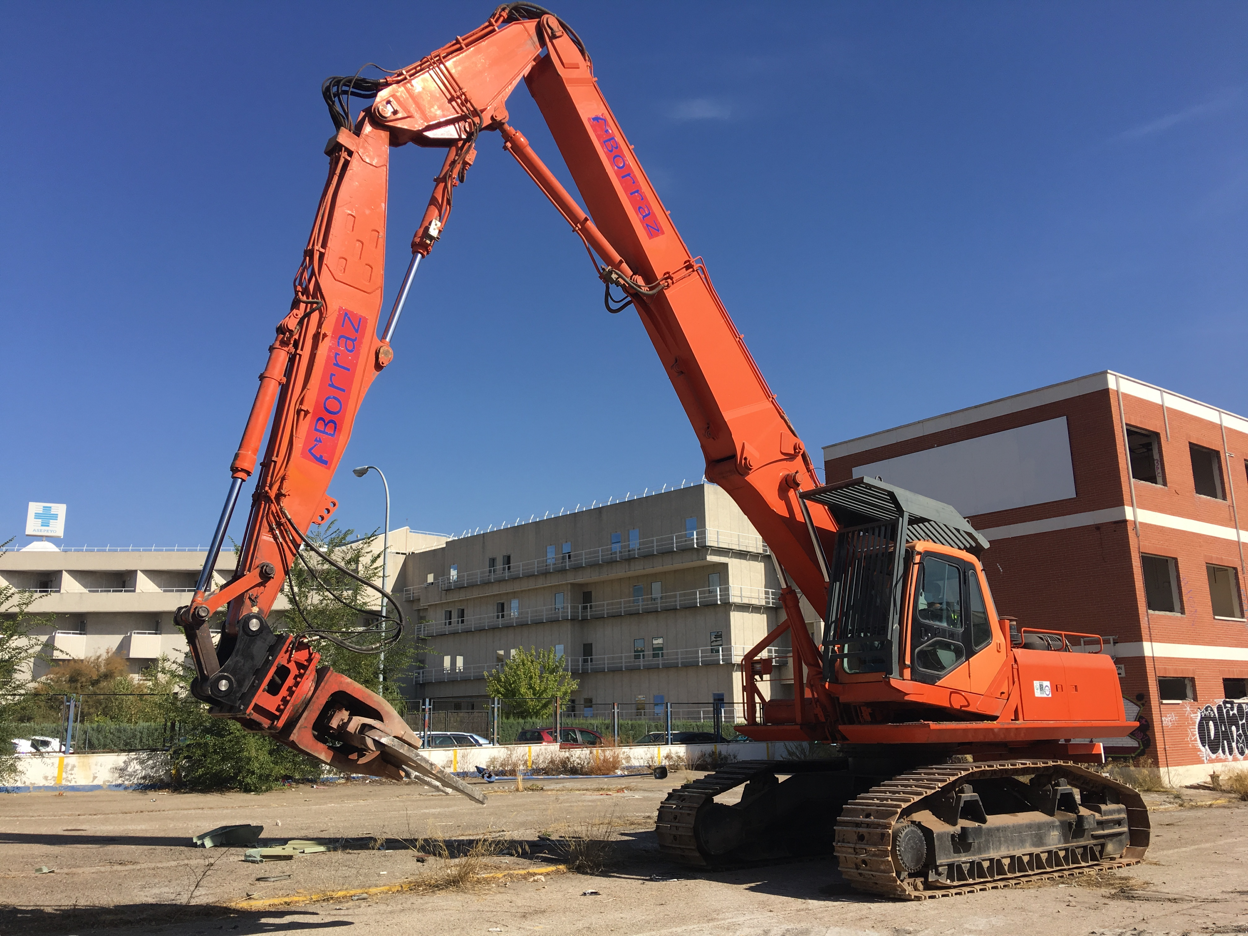 maquina-demolicion-altura